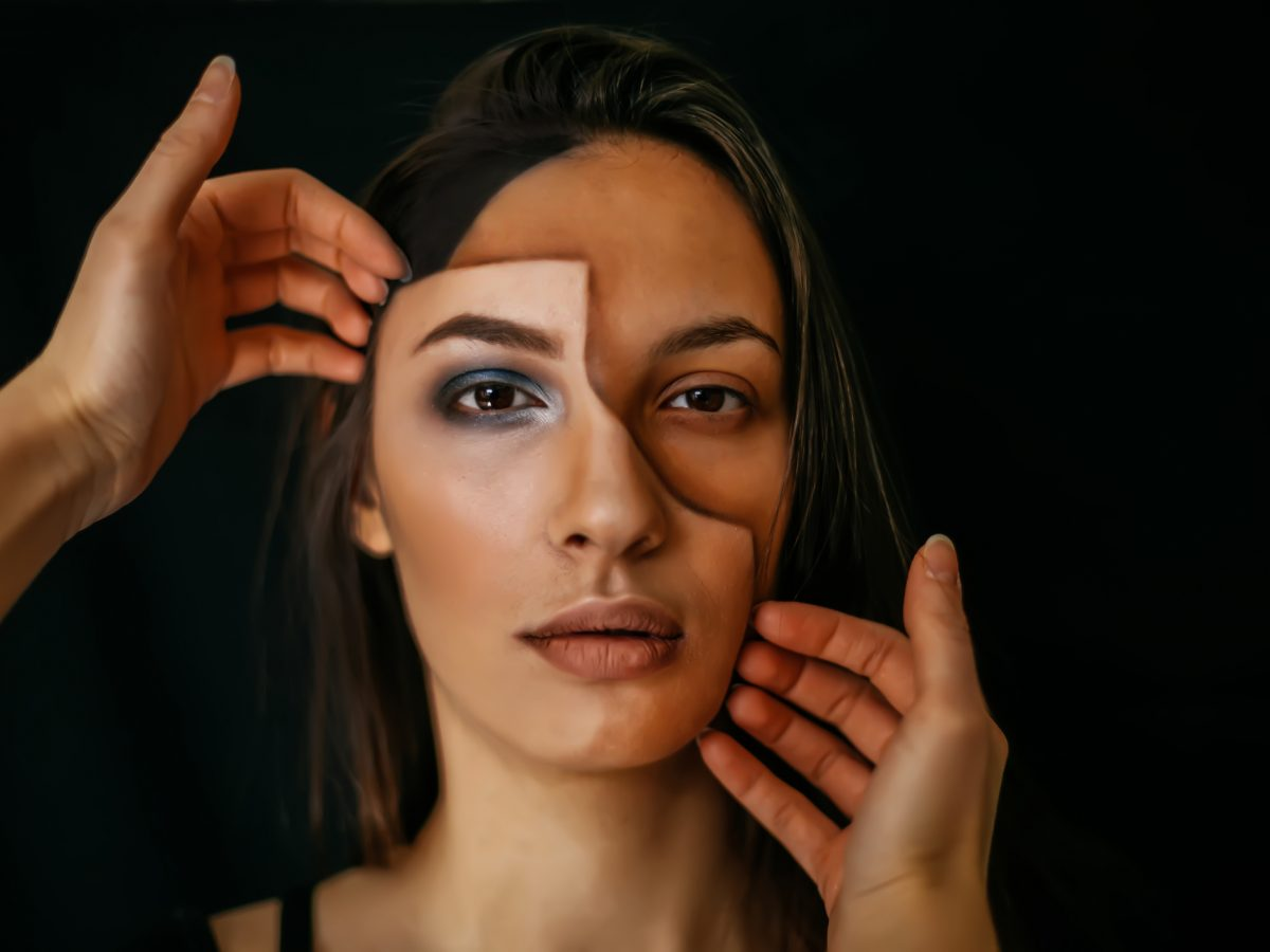 notlüge gesicht frau maske