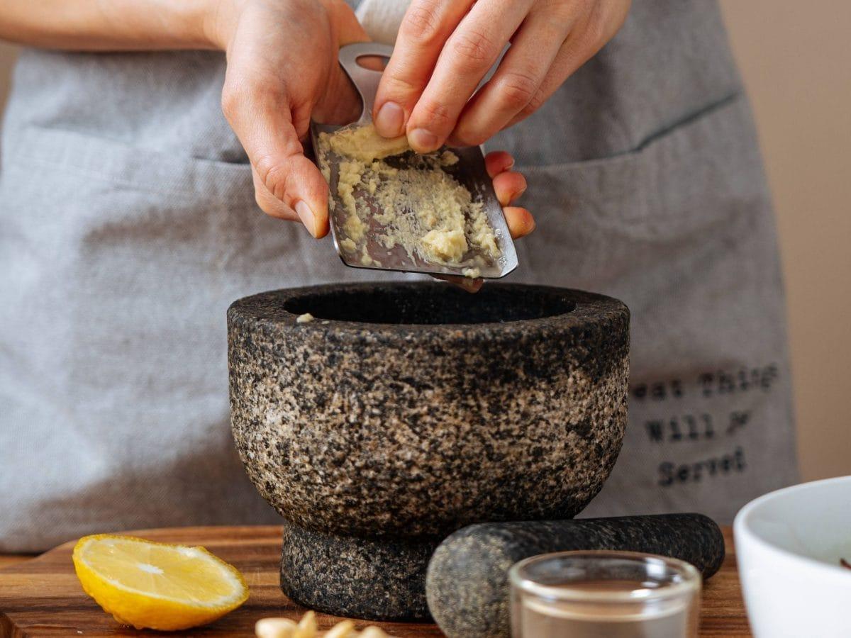 ingwer essen kochen zubereiten hände zitrone