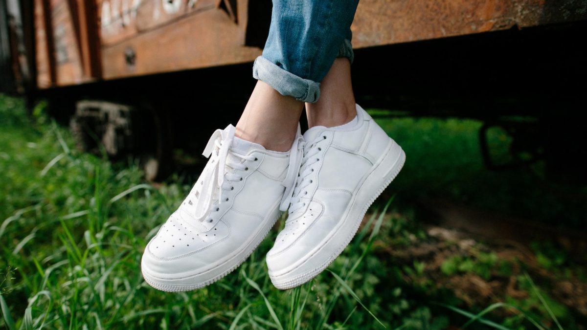 Weiße Sneaker reinigen