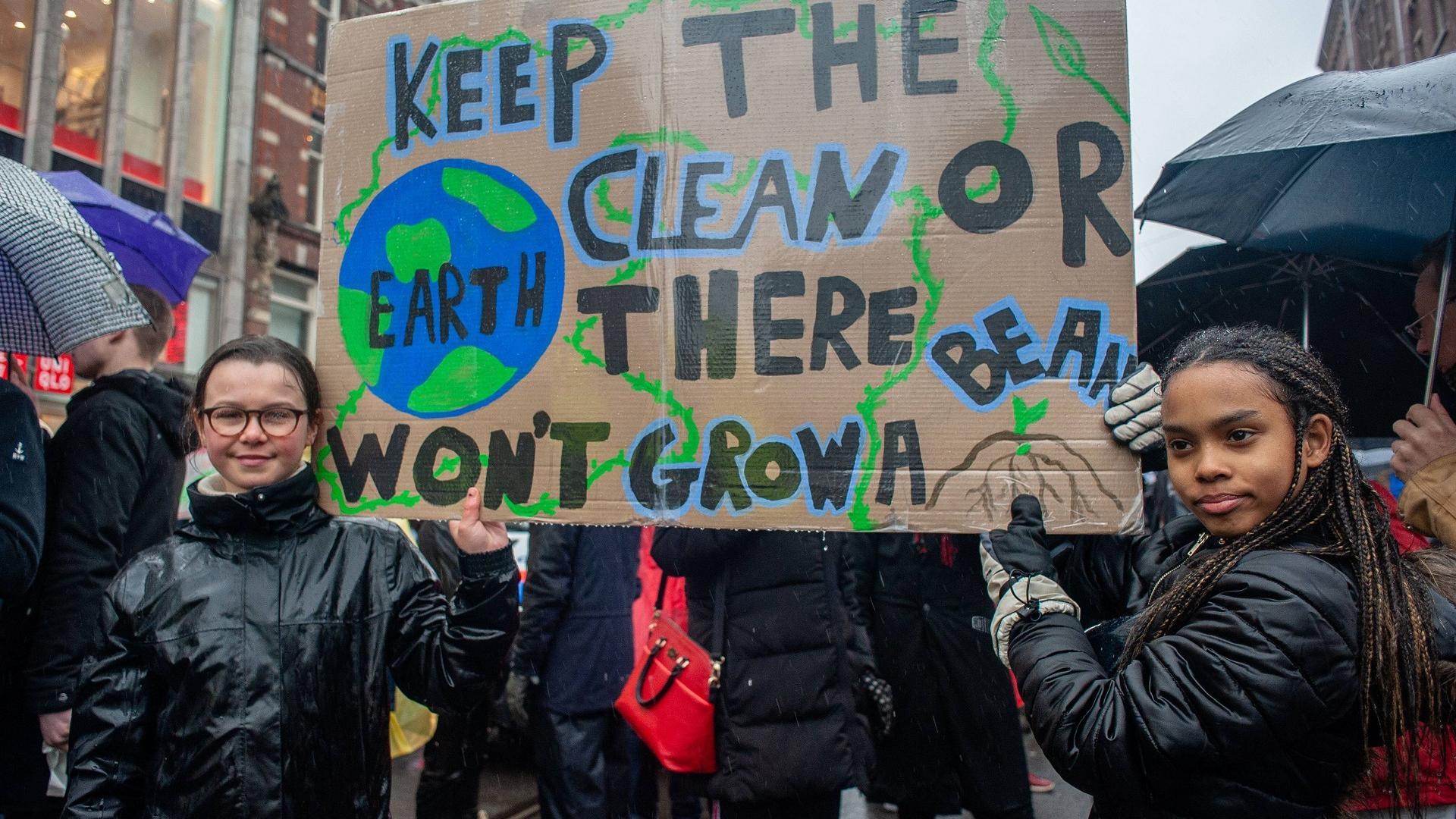 Lilly Platt bei einem Klimaprotest