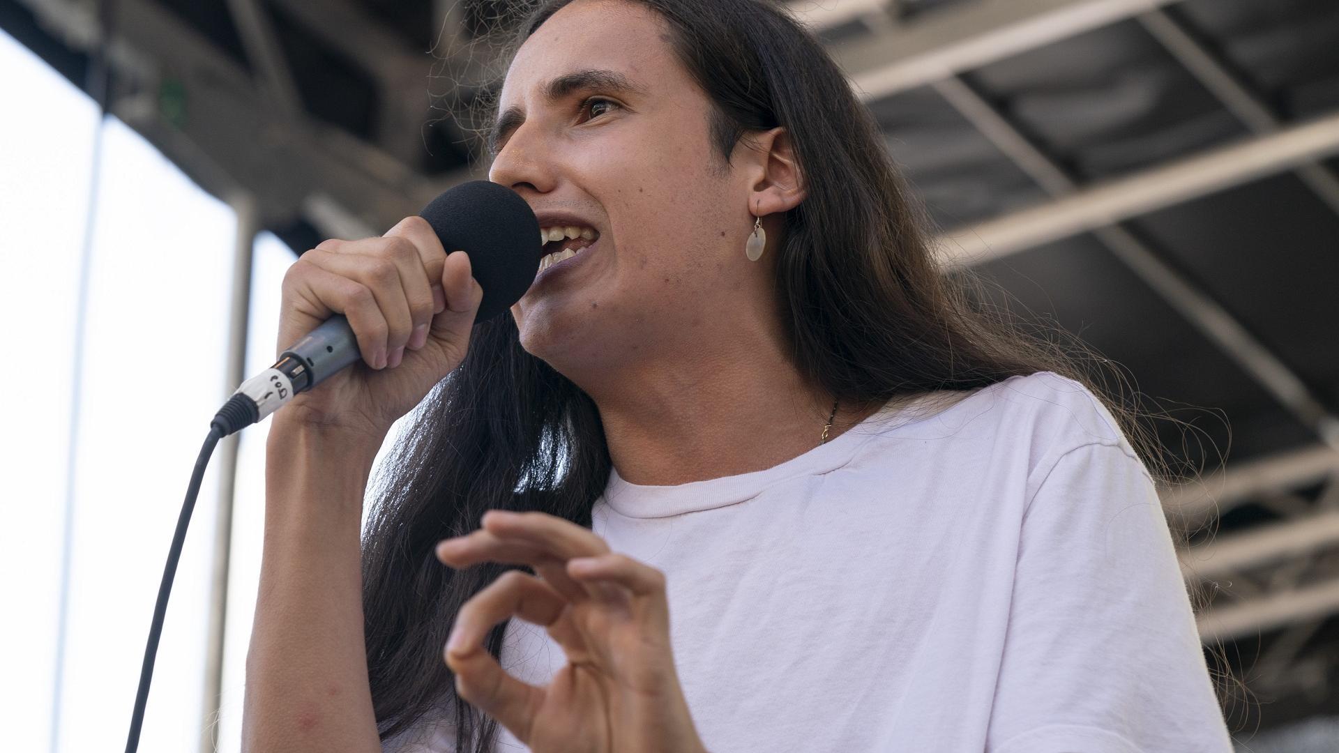 Xiuhtezcatl Martinez bei einer Rede
