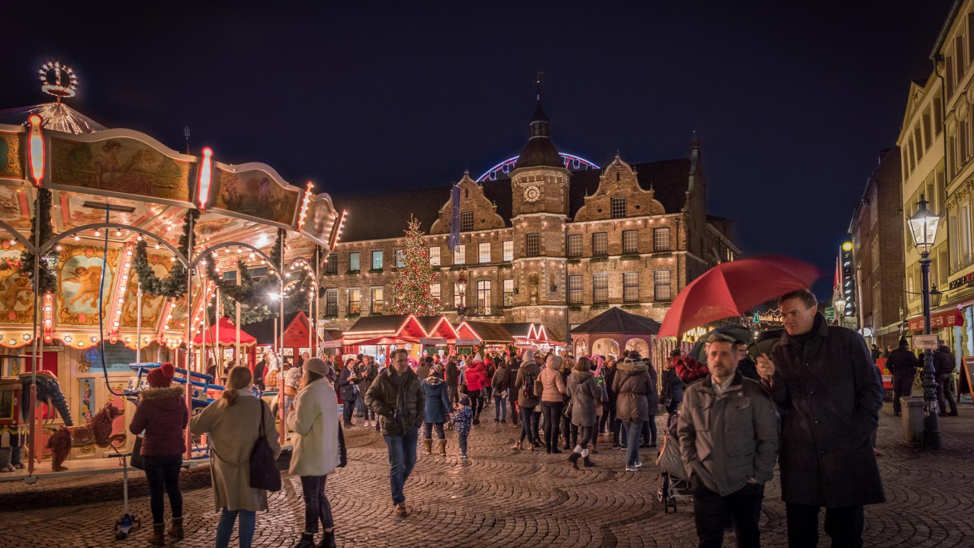Weihnachtsmarkt Rathausplatz Düsseldorf