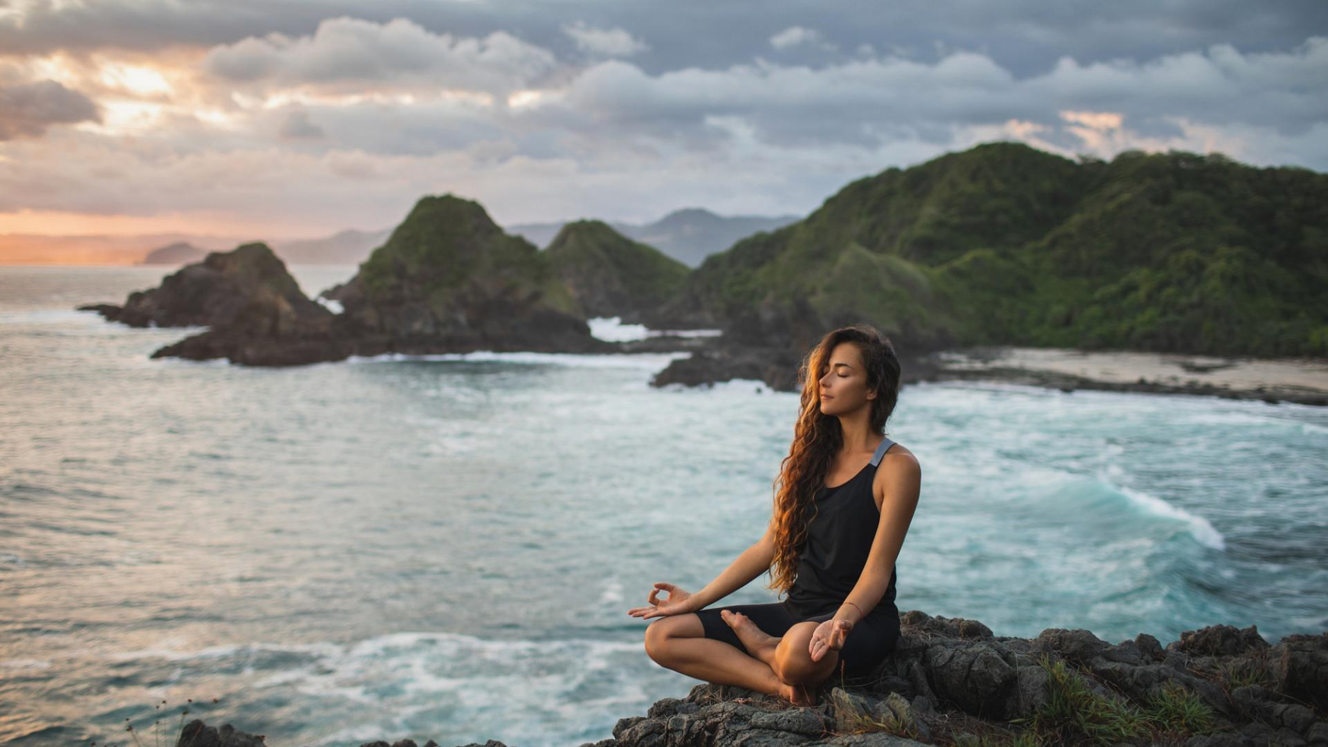 Frau Meditation Felsen