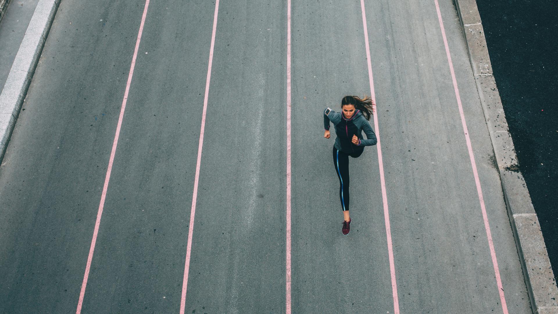 Frau rennt