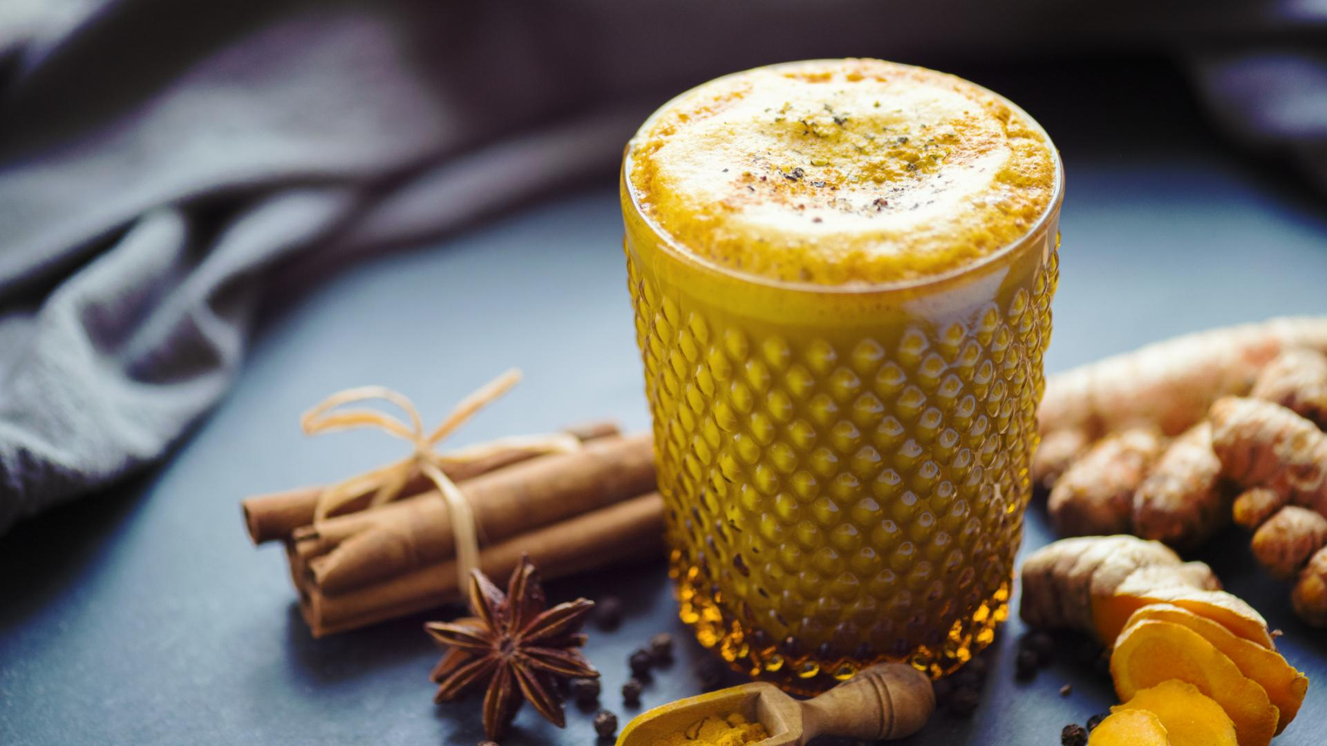 Goldene Milch Kurkuma Latte Ingwer Honig Zimt