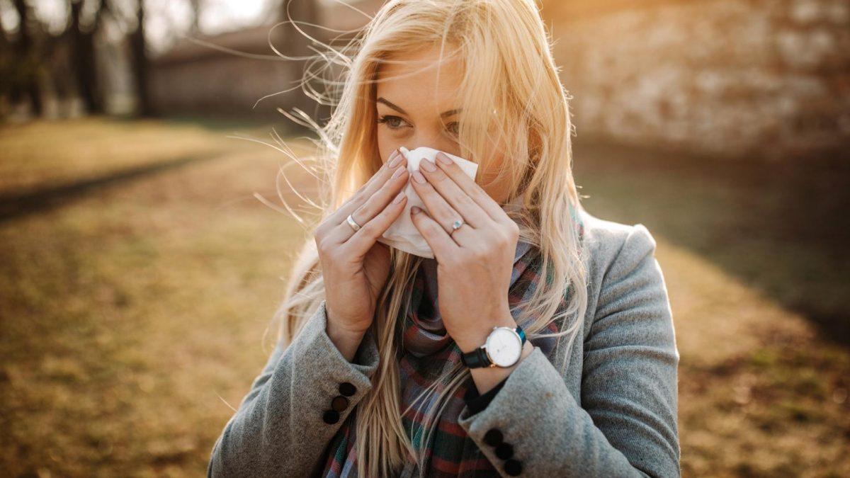 Frau Schnupfen Allergie