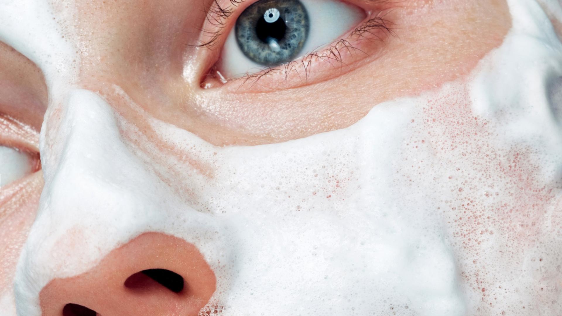 Peeling Gesicht Pflege Routine Reinigung Schaum Creme