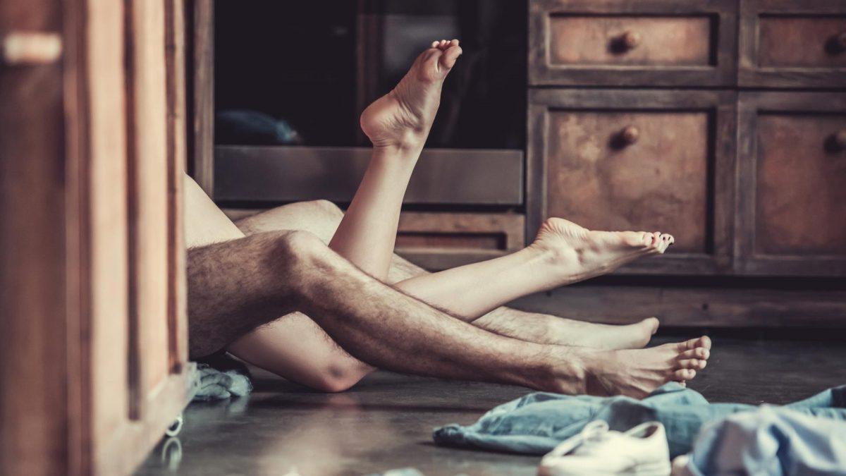 Paar Sex auf dem Boden