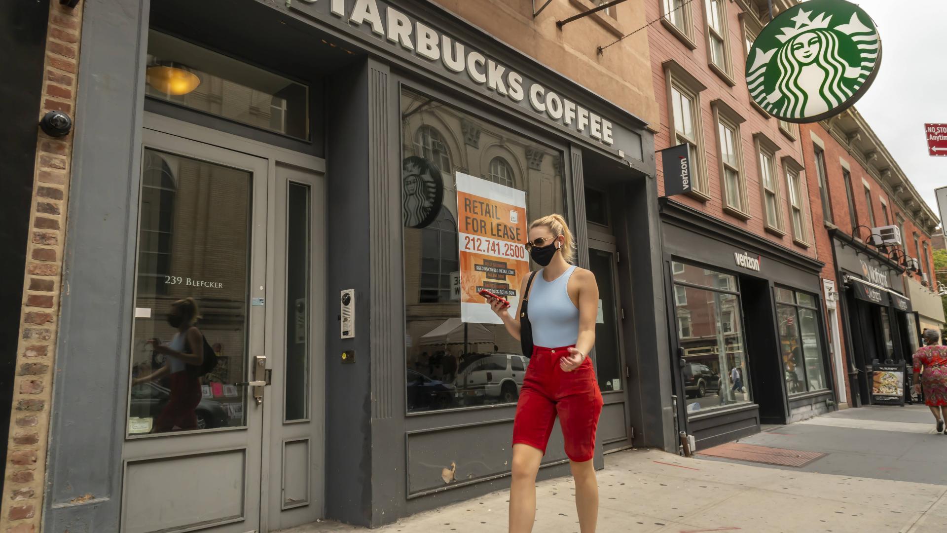 new york frau maske maskenpflicht straße stadt