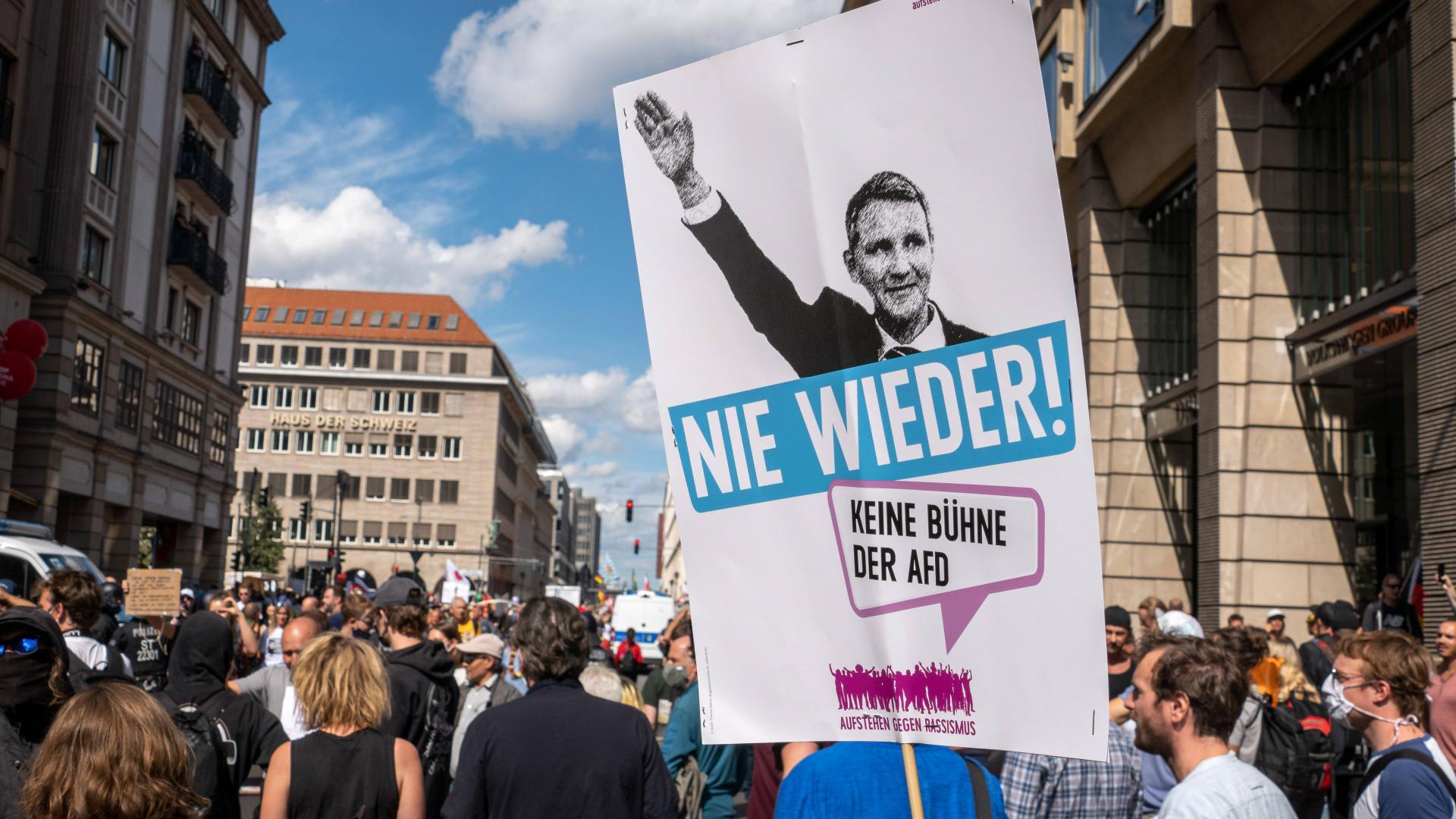 Protestdemo in Berlin gegen Höckes Hetze.
