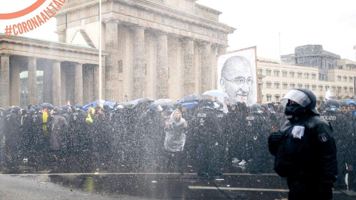 Alltagshelden, Polizei, Demo