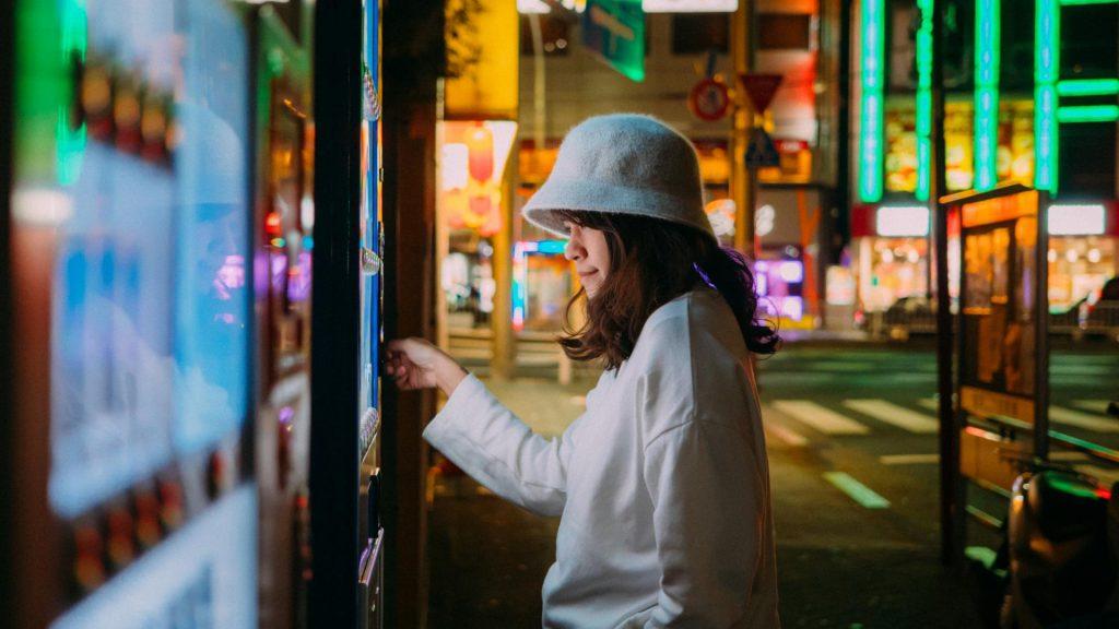 Asiatische Frau, Hut, Tokyo, Japan, reisen, stylisch, Nacht