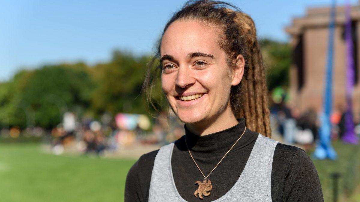 Carola Rackete vor ihrer Rede vor der Aktivistengruppe Extinction Rebellion
