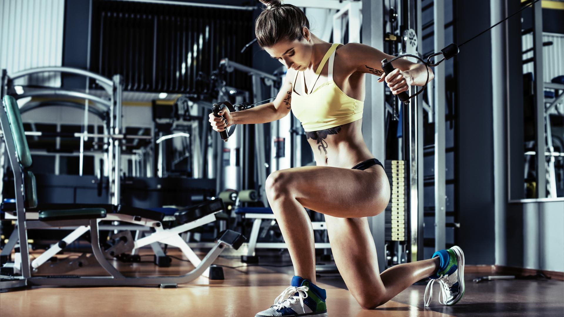 Mit bestimmten Auflagen darf hierzulande ein Fitness-Studi wieder besucht werden.