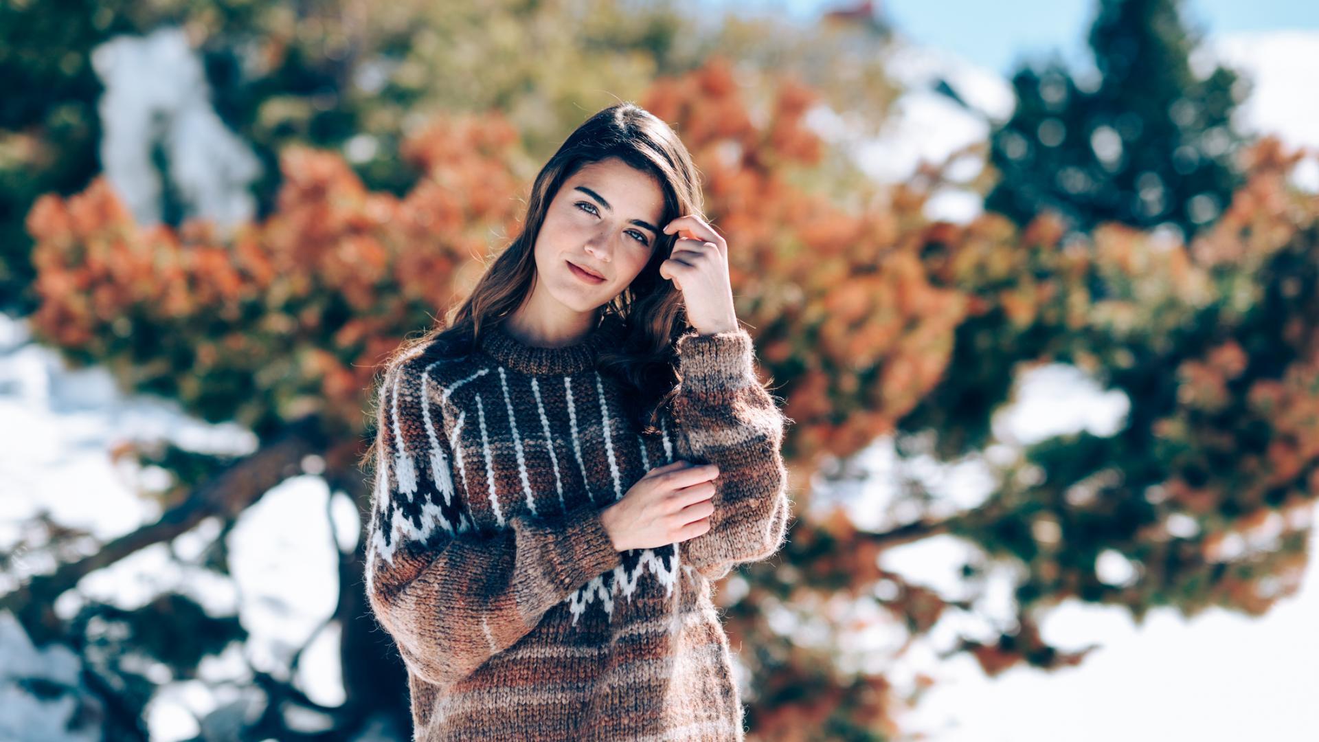 Creme für trockene Gaut für Frau im Schnee Winter Pullover Strick Pulli Beauty
