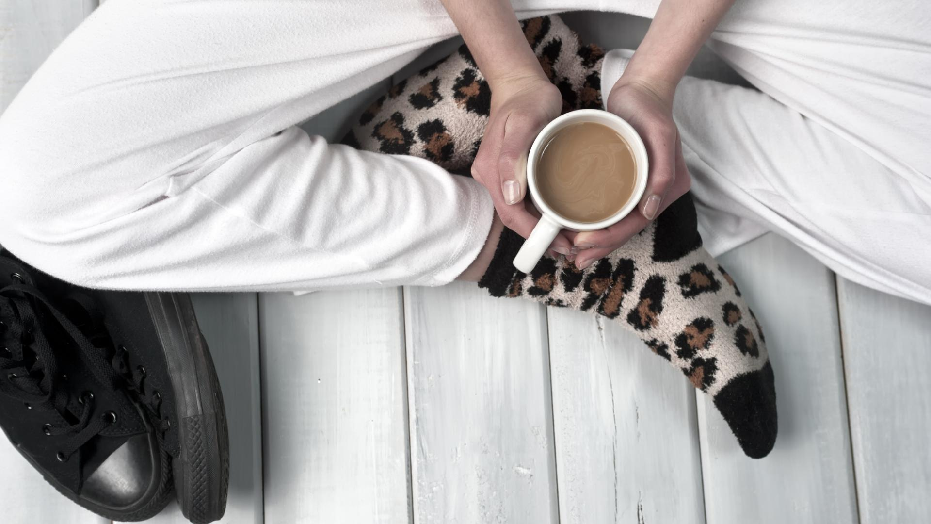 Jogginghose Kuschelsocken Kaffee chillen