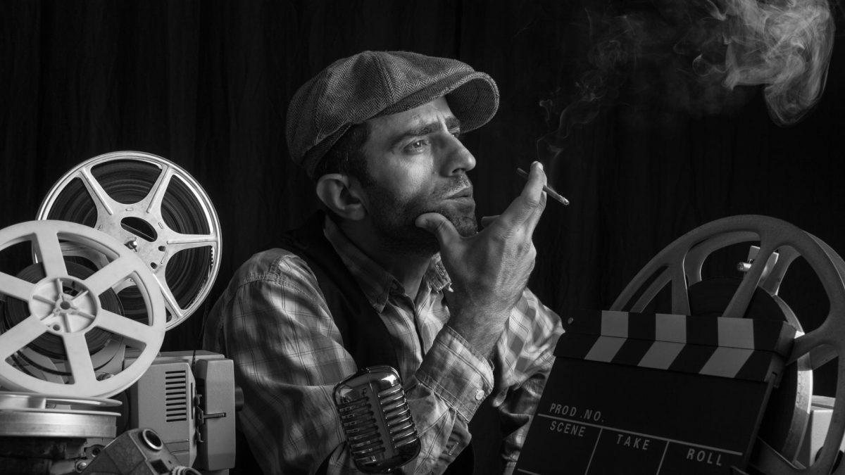 Film Regisseur raucht