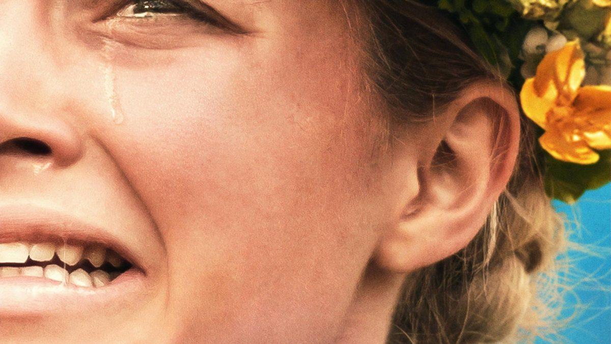 Florence Pugh spielt im sich im Film Midsommar selbst an die Wand.