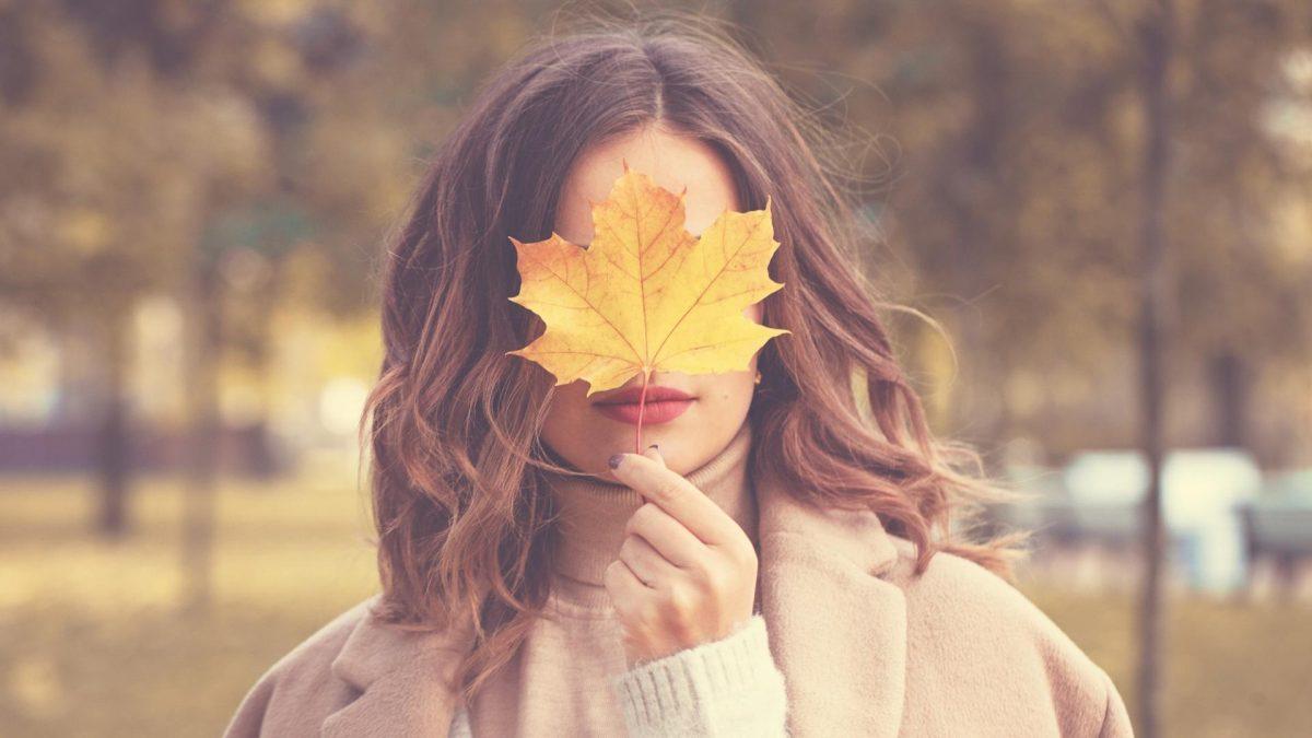 Frau, Blatt, Herbst