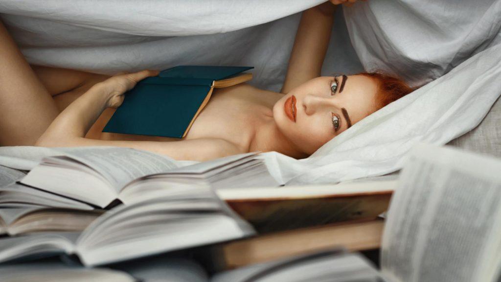 Frau Bücher nackt