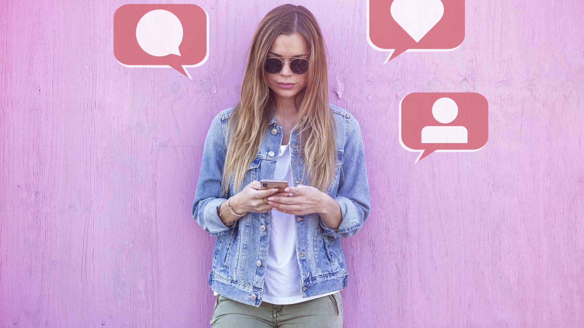 Frau Smartphone texten chatten fernbeziehung tipps