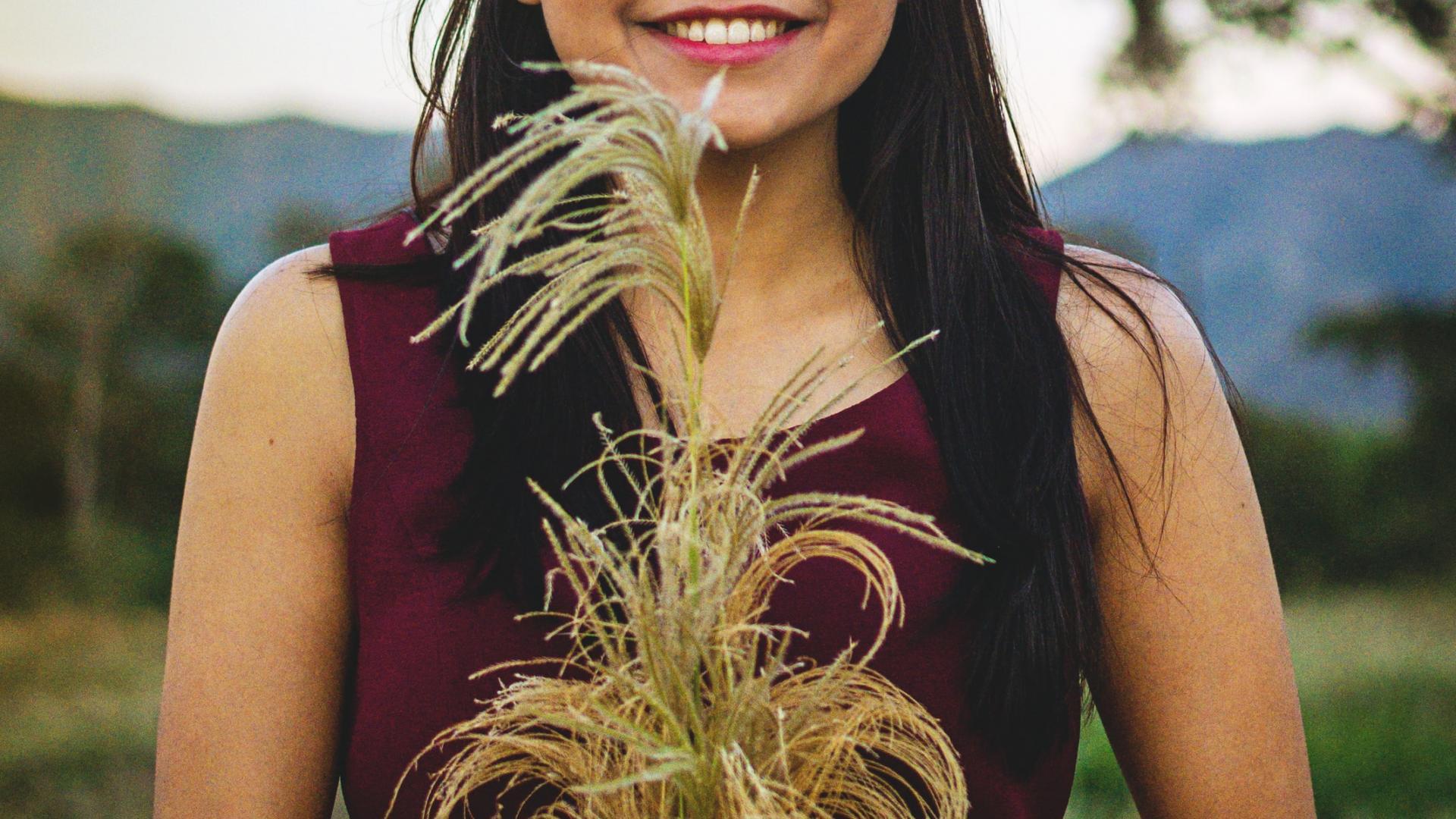 Frau im Feld, Natur, Korn