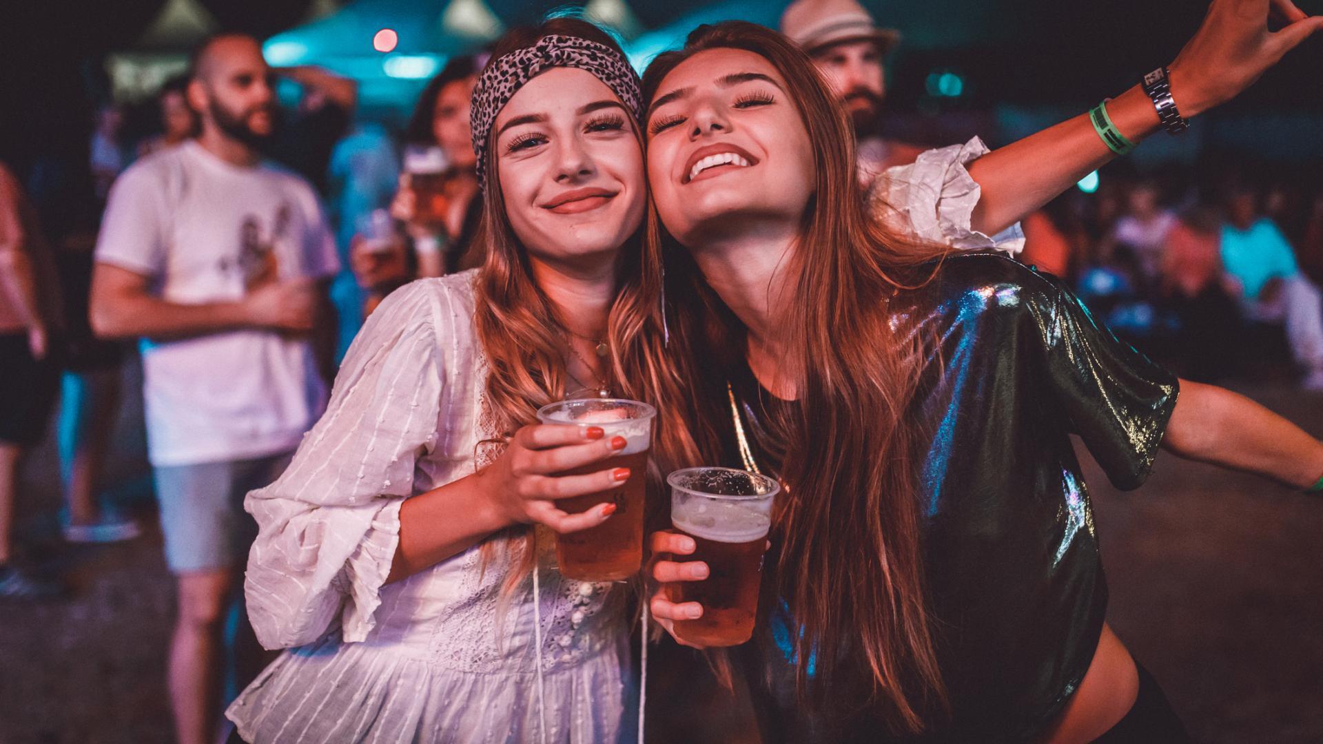 Frauen auf einem Festival