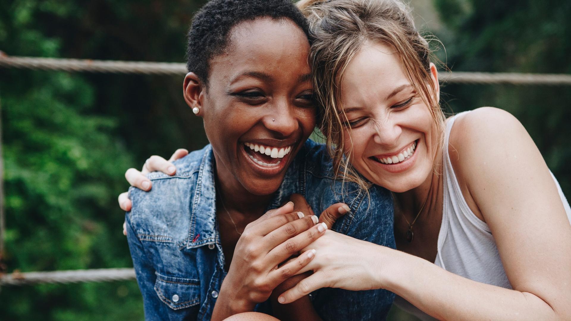 Freundschaften pflegen, Tag der Freundschaft, Freundinnen, Freundschaft, Lachen, Frauen, Liebe