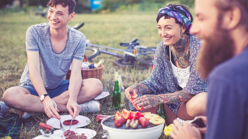 Grillen Freunde Park Spaß Sommer