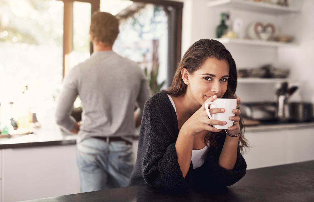Kaffee trinken nach dem Aufstehen