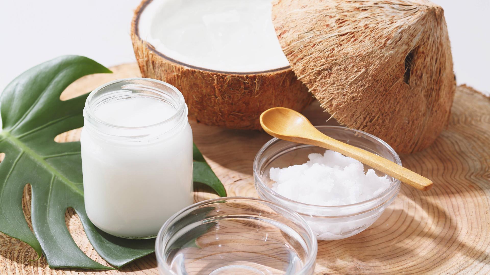 Kokosnuss mit Kokosöl