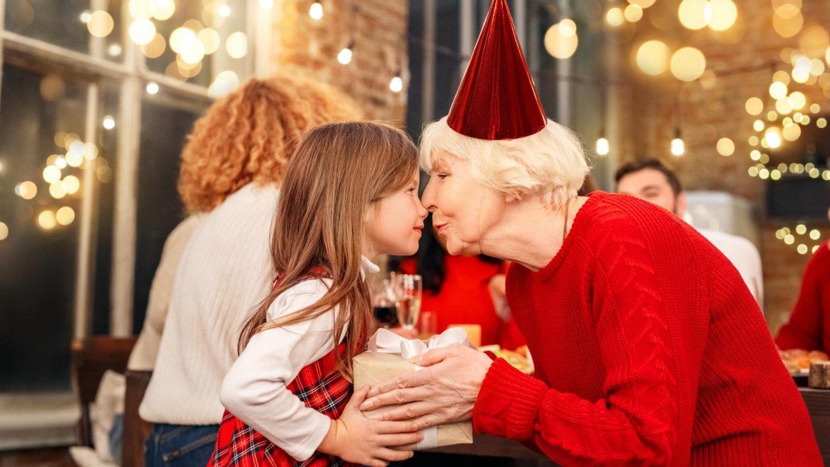 Oma, Kind , Weihnachten