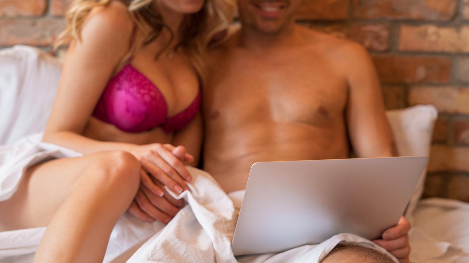 Paar Bett Laptop Sex