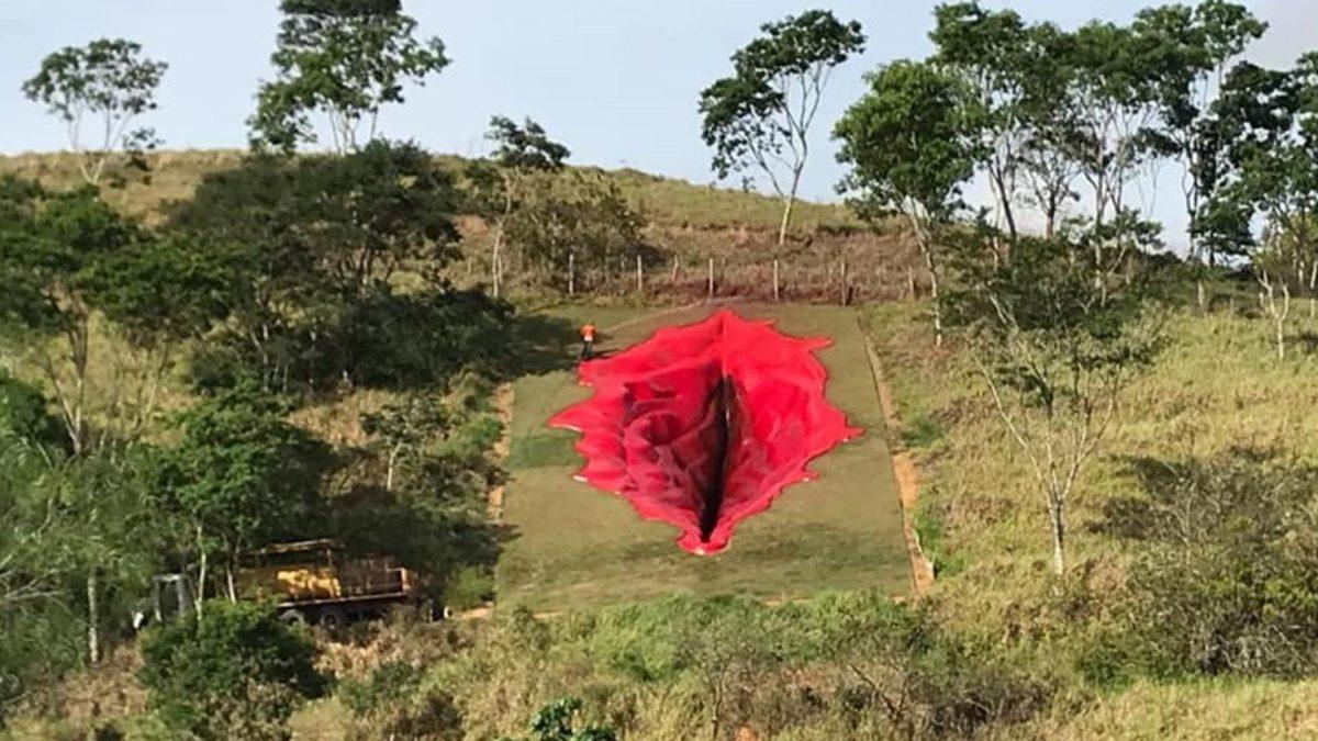 Riesen-Vulva in Brasilien