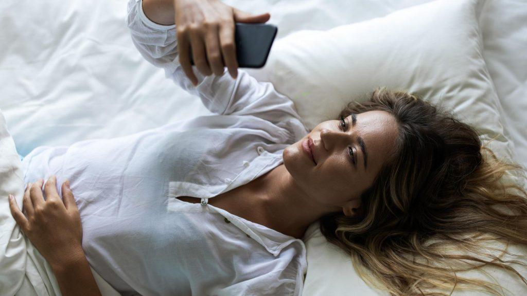 Sexting im Bett