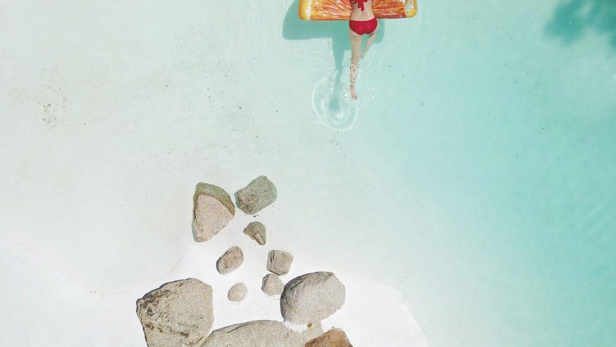 Sonnenbrand Hausmittel  Meer Strand Schwimme Urlaub Frau Sonne Strand