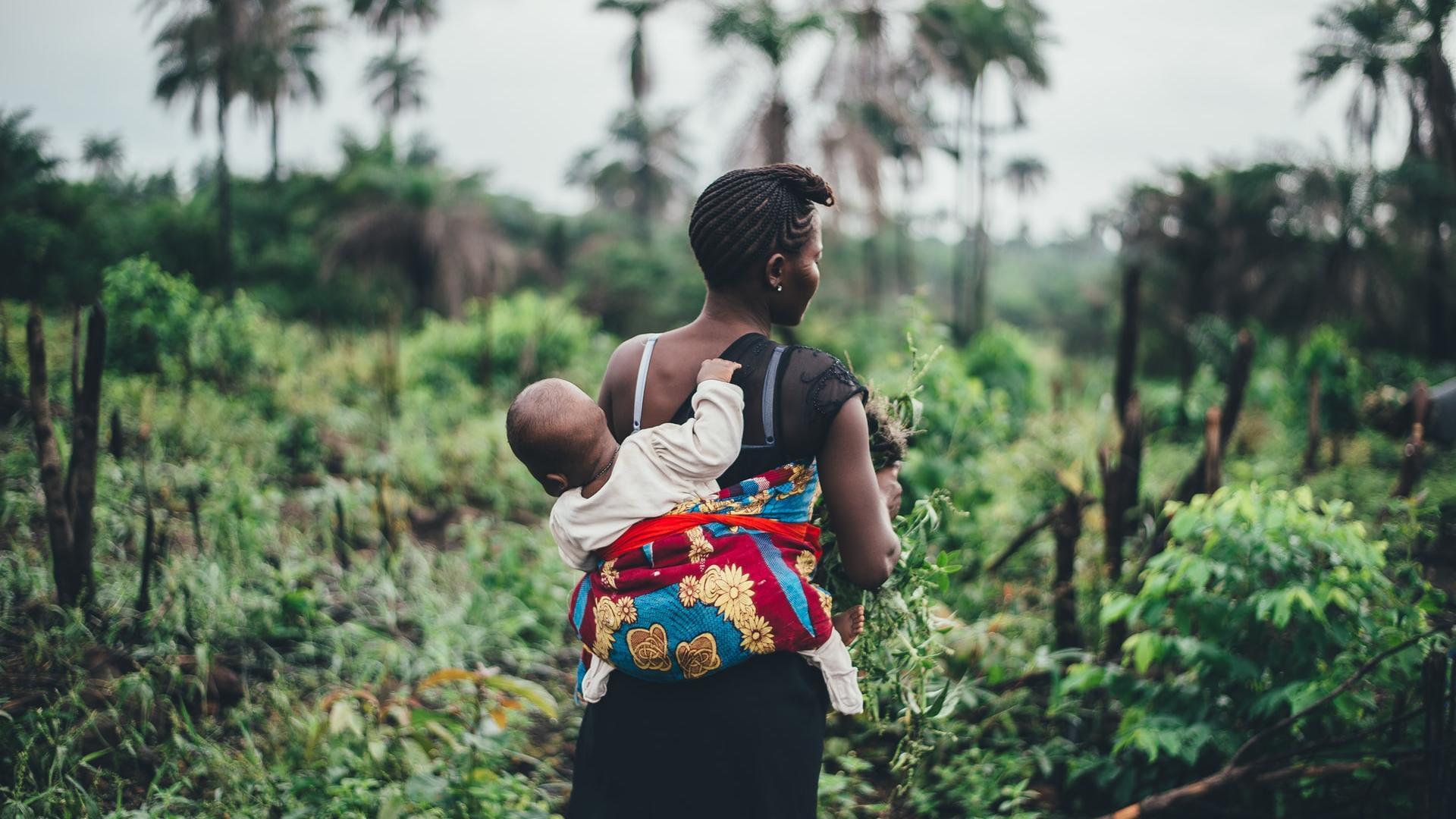 klimawandel ernährung afrikanische Frau mit Kind