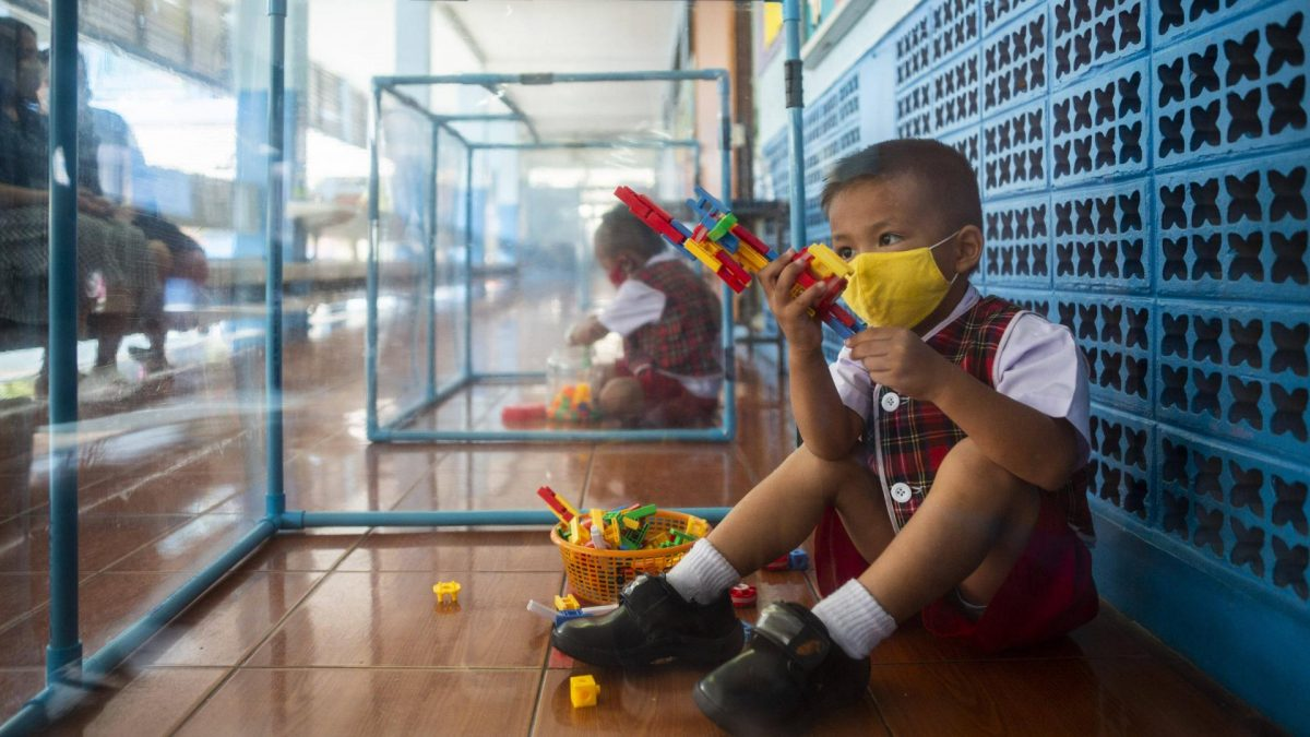 corona bangkok thailand kinder spielen