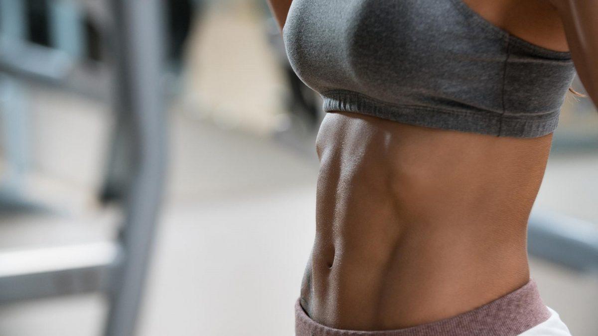 frau bauchmuskeln abdomen fitness