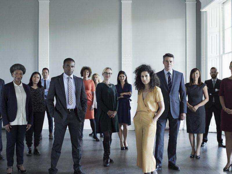frauen männer business arbeit schwarz weiß rassistisch sexistisch work arbeitskollegen