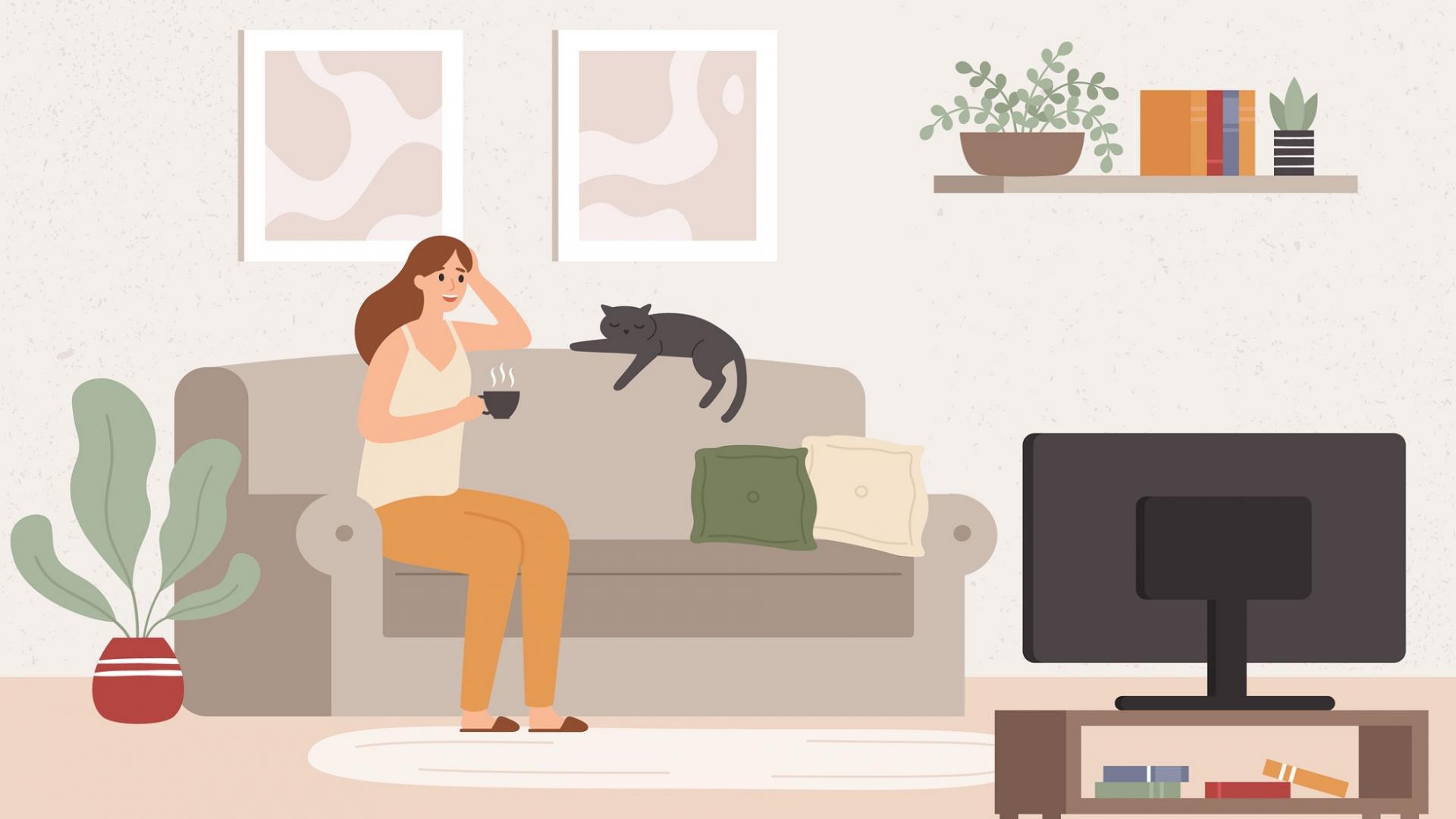 junges Mädchen auf der Couch mit Katze vor dem Fernseher