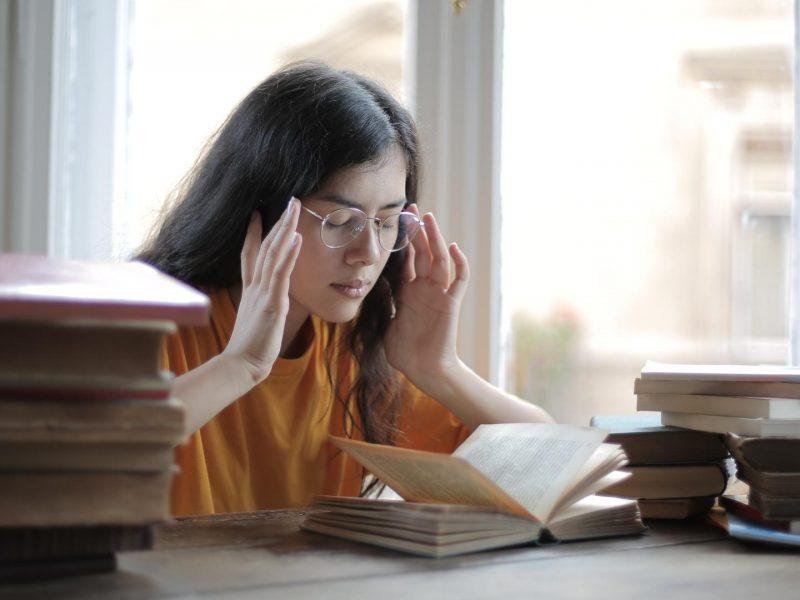 lernen bücher frau studium