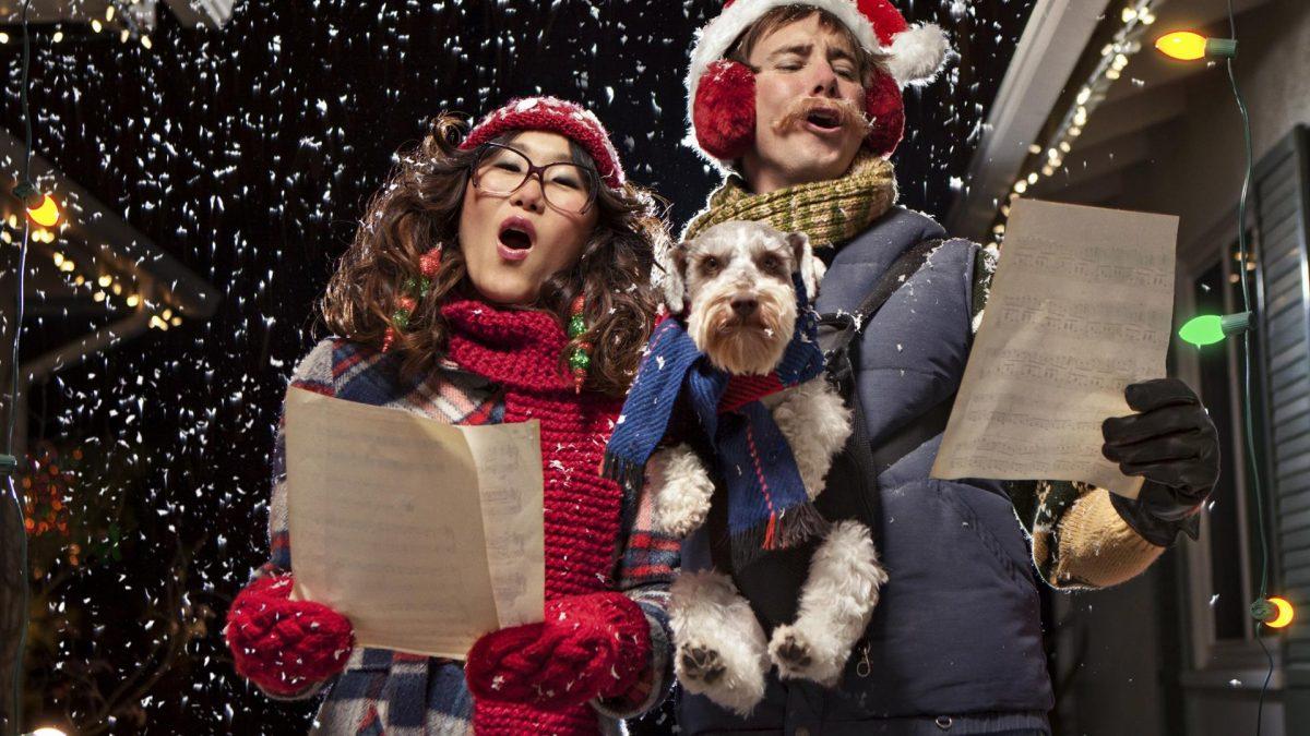 lustige weihnachtsleider singen winter schneel hund