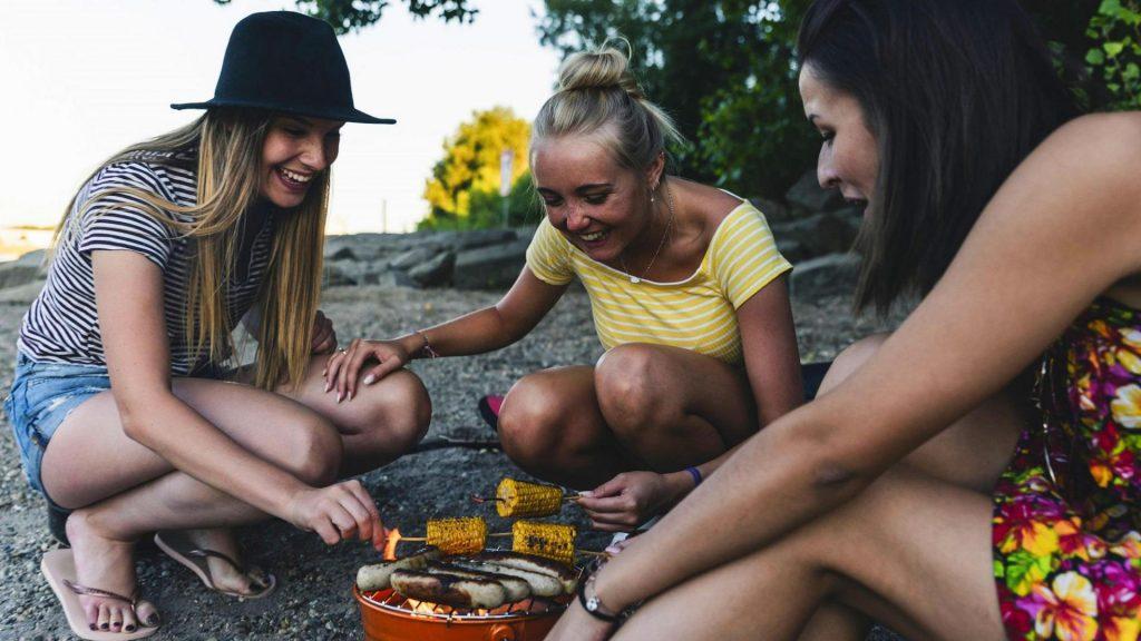 mädhcen freundinnen grillen nachhaltig tipps