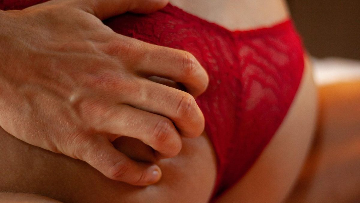 sex unterhose slip sexstellung mann frau bett unterwäsche