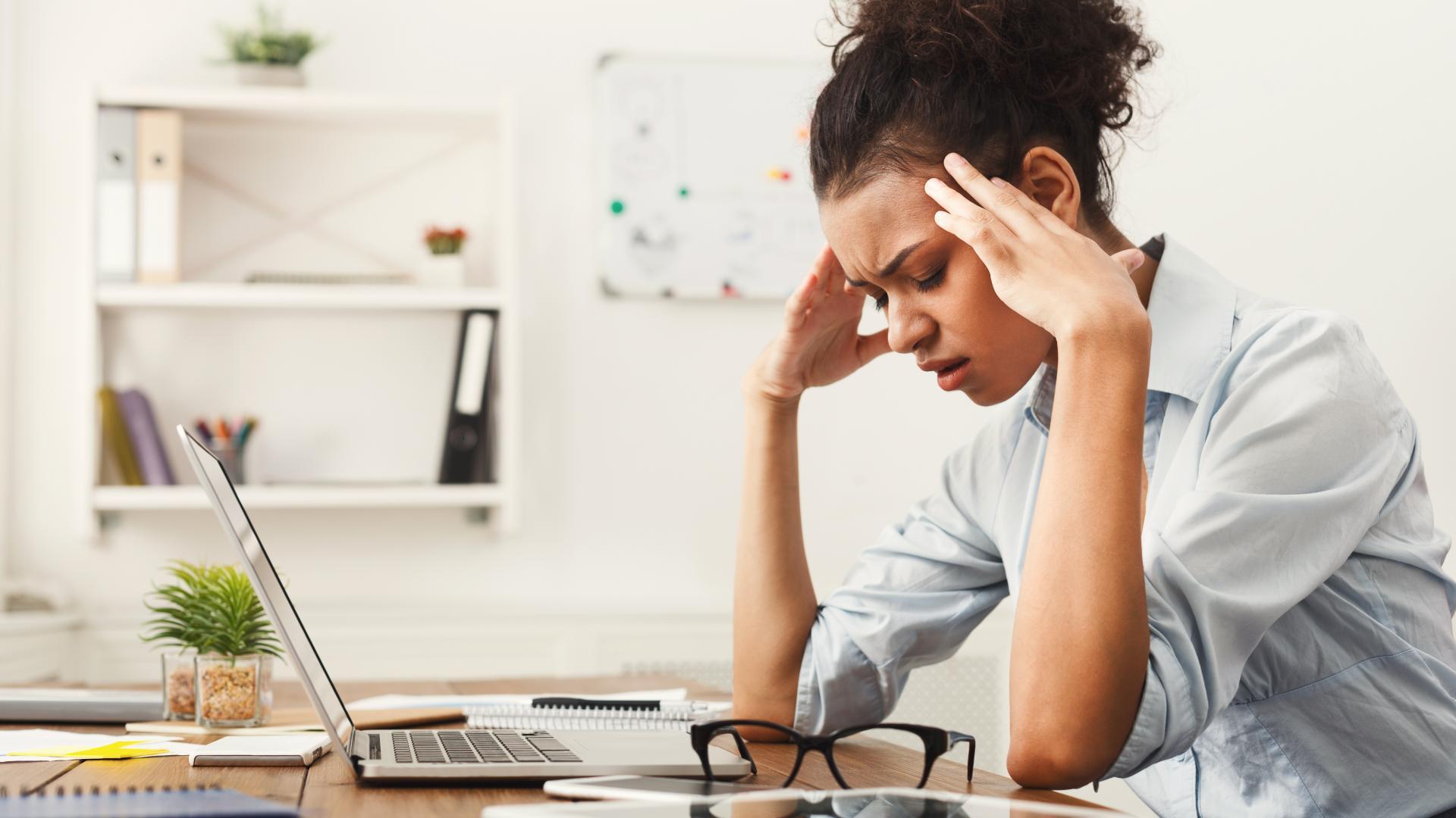 stress Arbeit Frau arbeiten