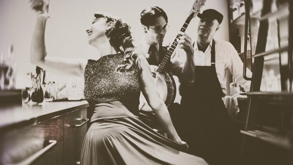 tanzen frau tradition kleid vintage retro