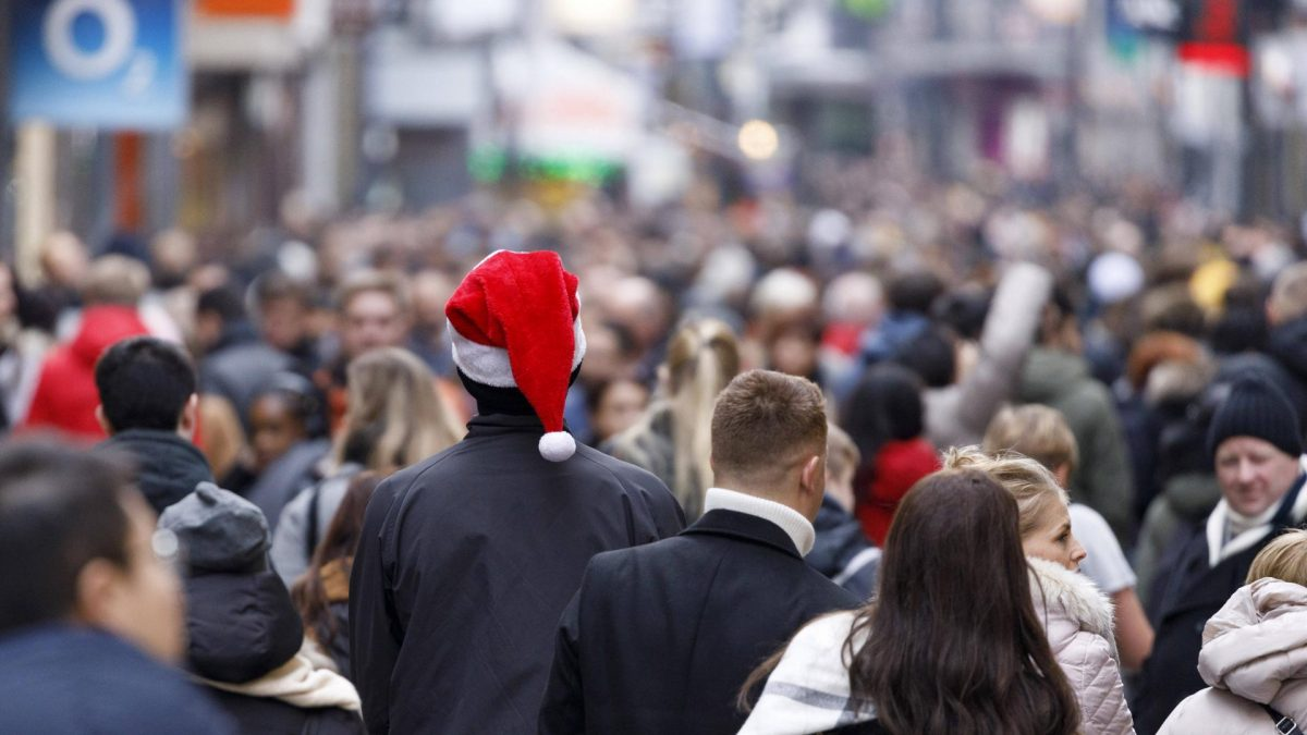 weihnachten mütze stadt weihnachtseinkauf