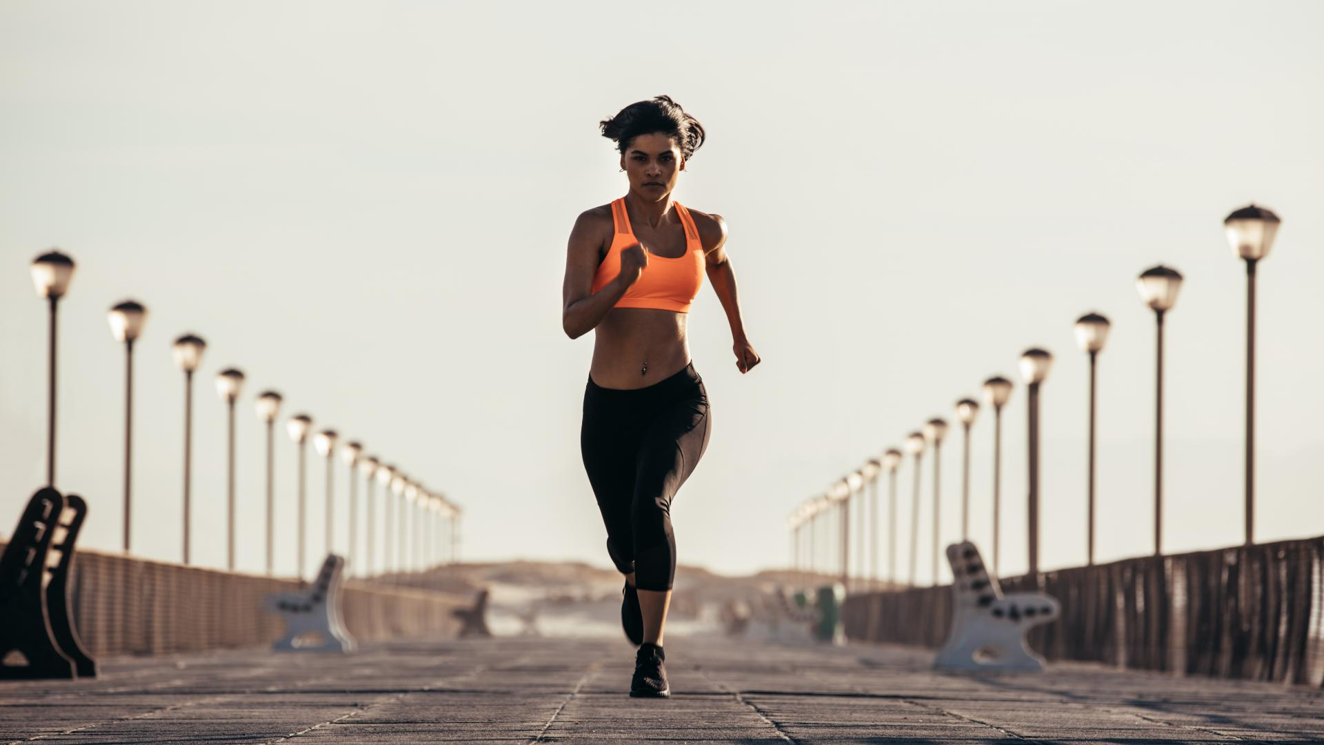 Frau rennt schnell
