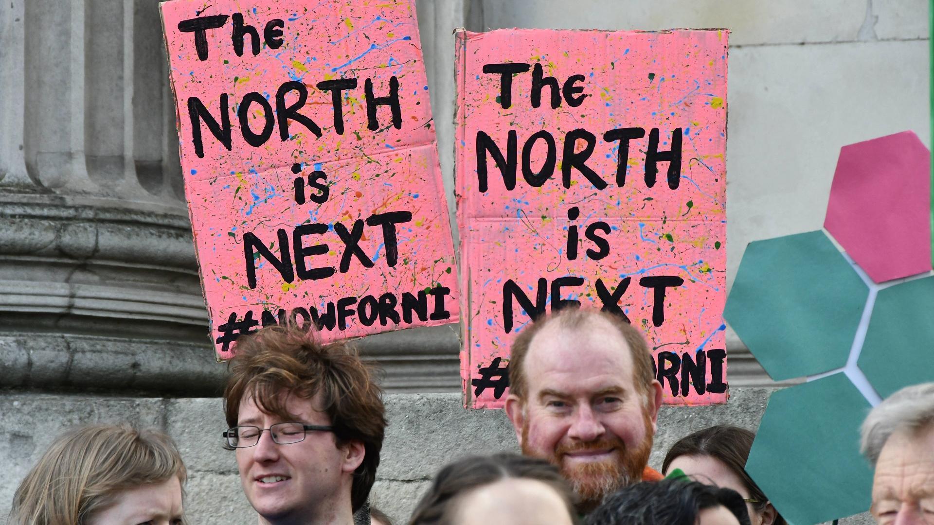 Iren und Briten protestieren zur Änderung der Rechtslage zur Abtreibung